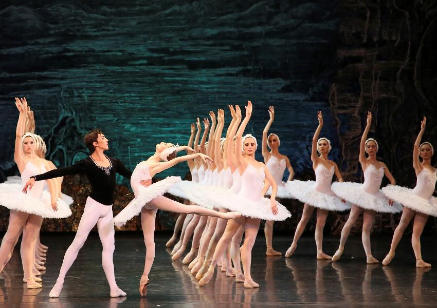 Le Lac des Cygnes, par l Opéra National de Kazan bd2e29e4900
